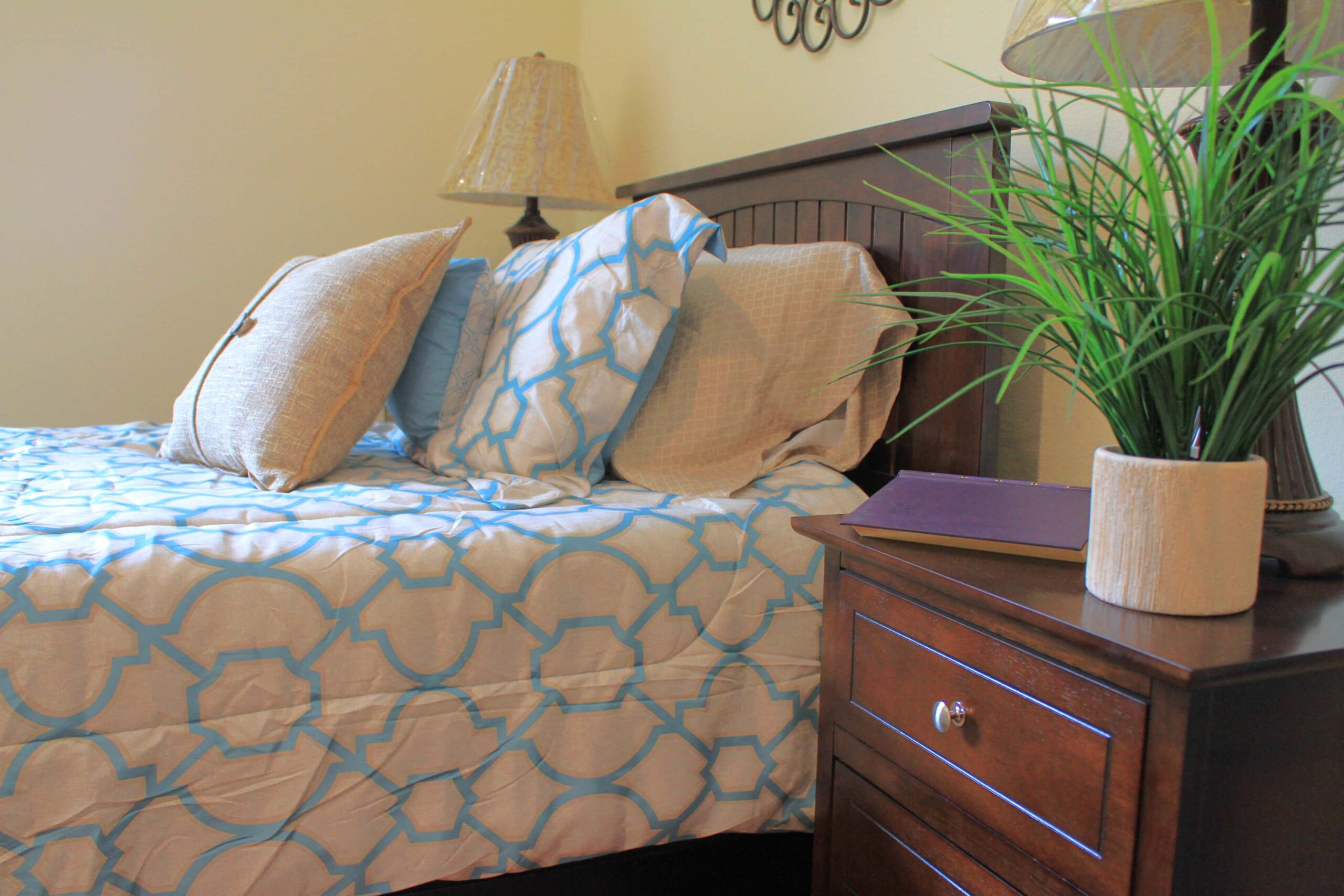 Housekeeping<br/>& Linen Service